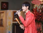http://goctinmoi.com/cao-ba-hung-chanh-long-khi-phan-manh-quynh-noi-tieng-206725.html