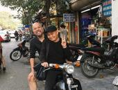 http://goctinmoi.com/nghe-si-xuan-hinh-cho-ntk-duc-hung-bang-xe-may-di-sam-tet-206817.html