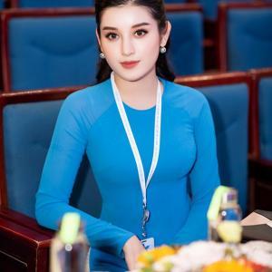 Á hậu Huyền My mặc áo dài đoàn duyên dáng, hội ngộ nghệ sĩ Xuân Bắc