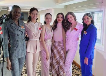 Lương Thùy Linh được Hoa hậu Thế giới khen khi nói tiếng Anh