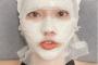 Đỗ Mỹ Linh gây hoang mang với màn chăm sóc da bằng cách băng bó kín mặt