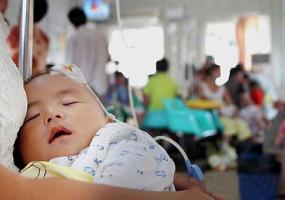 Trẻ bị ho khi thức dậy buổi sáng: Bác sĩ dặn đừng bao giờ để thứ này cạnh bé khi ngủ