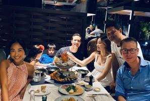 Hồ Ngọc Hà - Kim Lý ăn tối cùng vợ chồng Đoan Trang