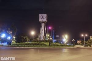 0h ngày 9/7: Trung tâm Sài Gòn vắng lặng, các cửa ngõ tắc dài chờ vào TP