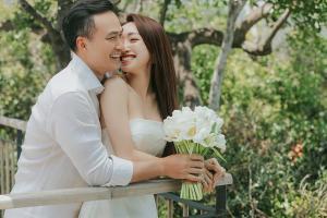 Vợ chồng Chi Bảo tung loạt ảnh cưới ngôn tình khi bà xã mang thai 2 tháng