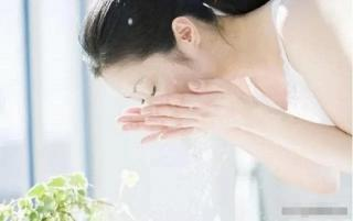 'Đừng đi ngủ sau khi rửa mặt! Hãy chú ý đến bốn chi tiết nhỏ này trước khi đi ngủ, làn da sẽ ngày càng đẹp hơn