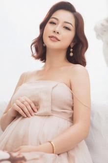 Hoa hậu Jennifer Phạm sinh bé thứ 4, là con gái nặng 3,3kg